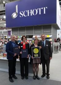 Foto der Verlagslektoren mit den Empfängern des Preises, von links nach rechts: J. Veit, Astrid Opitz, Rainer Mohrs, S. Schreiter